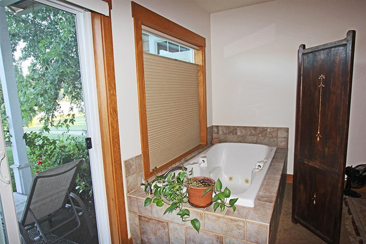 Bedroom 1 Master, Main Level, Soaking Tub